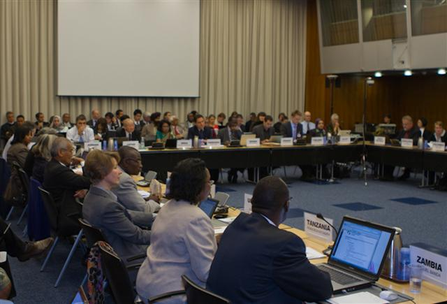 Photo gallery: Seventh meeting of the Persistent Organic Pollutants Review Committee (POPRC7)